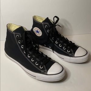 Like New CONVERSE Men's Black Sneakers